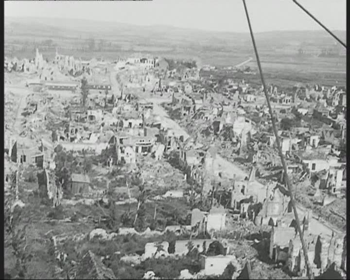 """© Lucien Le Saint et Camille Sauvageot, «Photogramme du film AI 37923"""", film 35 mm, France et Belgique, Vues du front en dirigeable, 1919"""